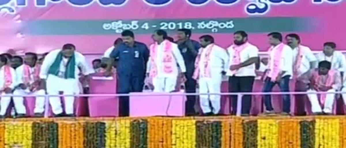 Live Updates: Scores of people turn up at TRS Nalgonda public meeting