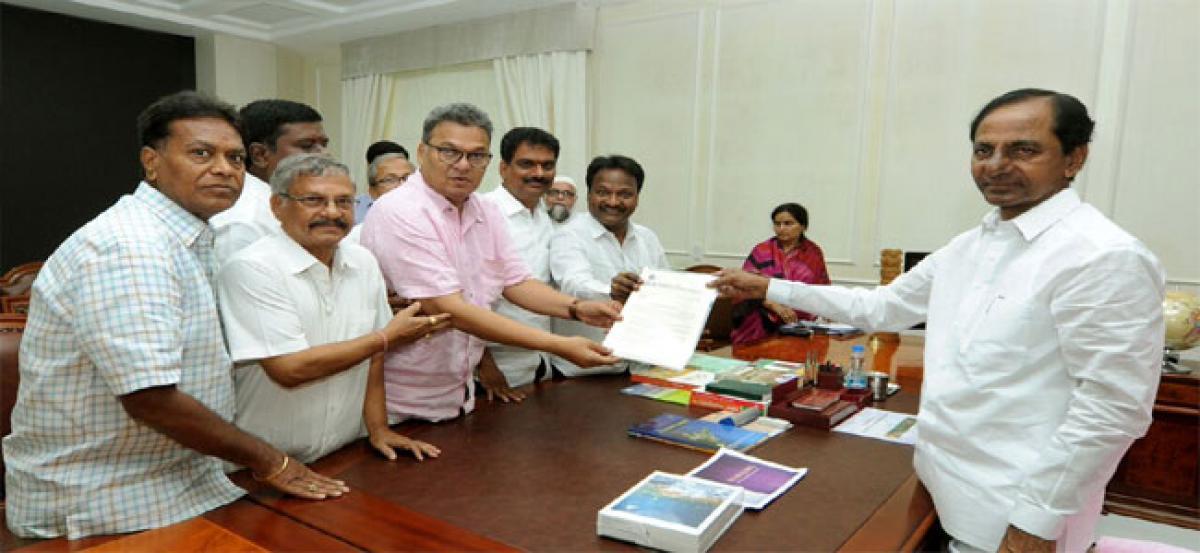Stung by GST, textile traders meet  Chief Minister K Chandrashekar Rao