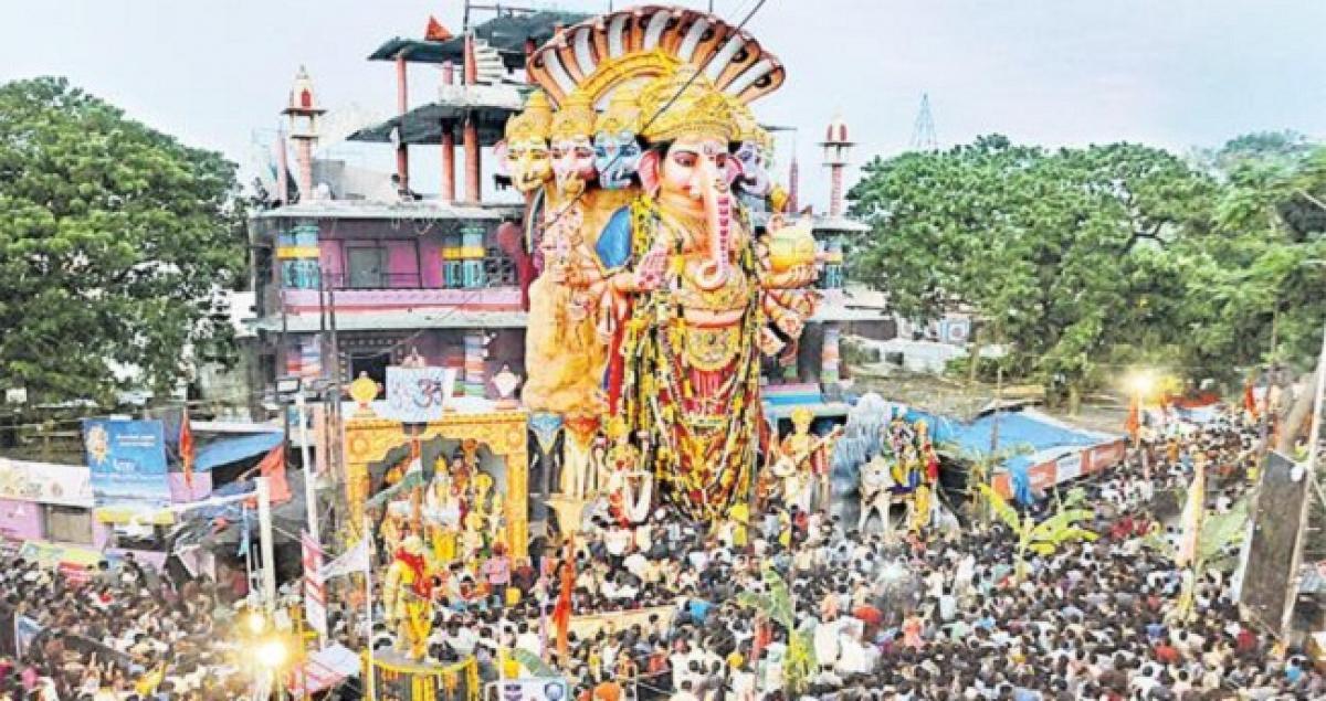 Hyderabad: Khairatabad Ganesh Shobha Yatra begins amid tight security