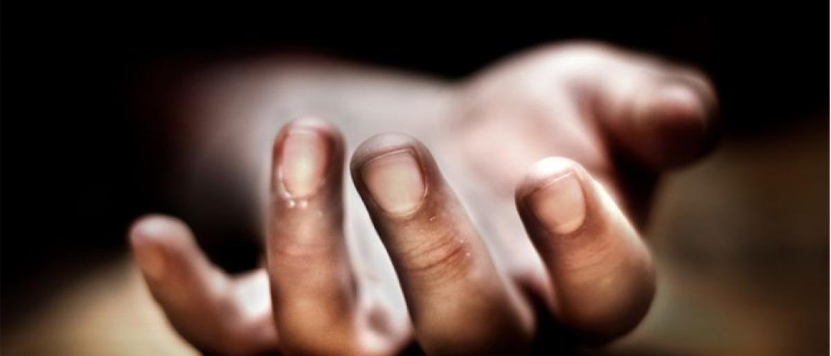 Hindi teacher kills self; slits students throat in Kurnool