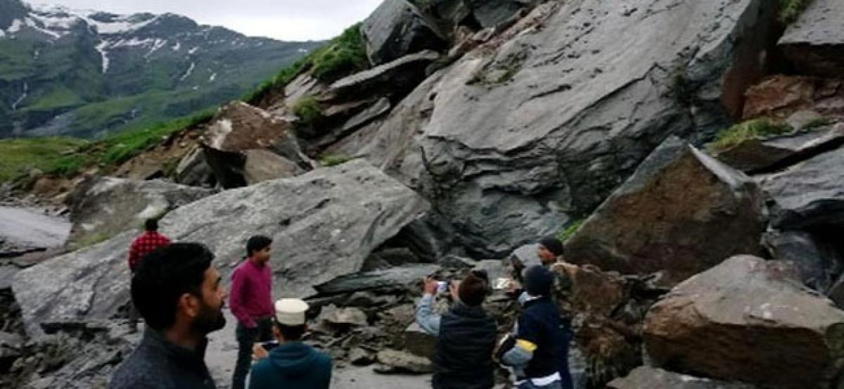 Landslide blocks Manali-Leh highway