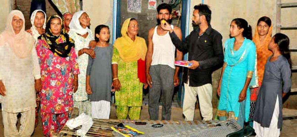 Daily wager turns crorepati through lottery