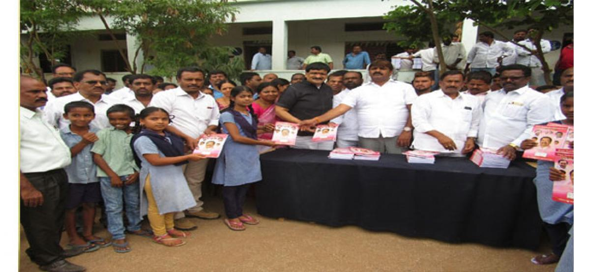 Mayor Bonthu Rammohan assures to resolve civic issues in Mallapur