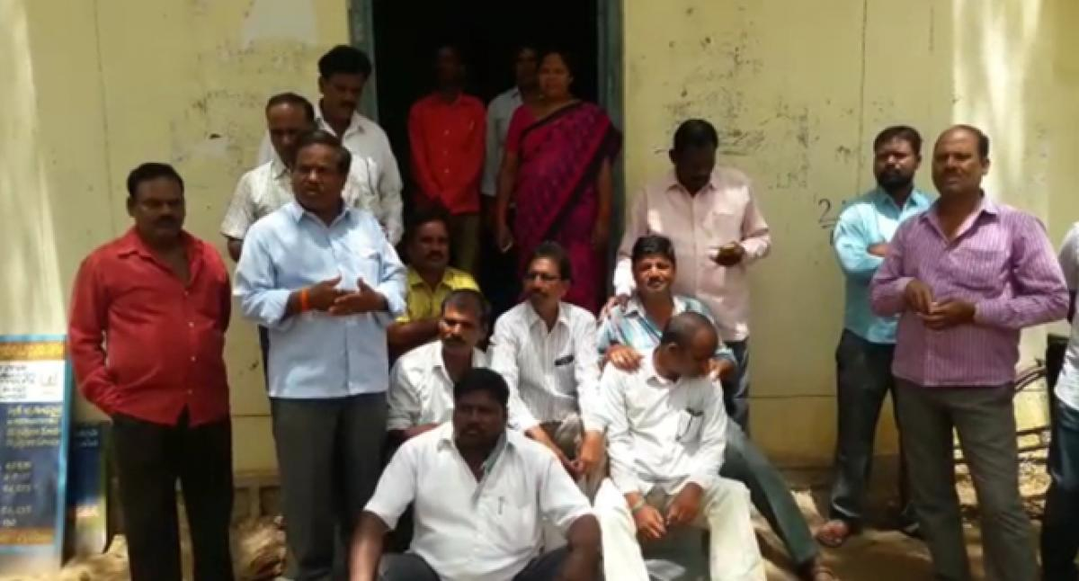 Ration dealers in Jadcherla lambast Self-Help groups involvement in public distribution system