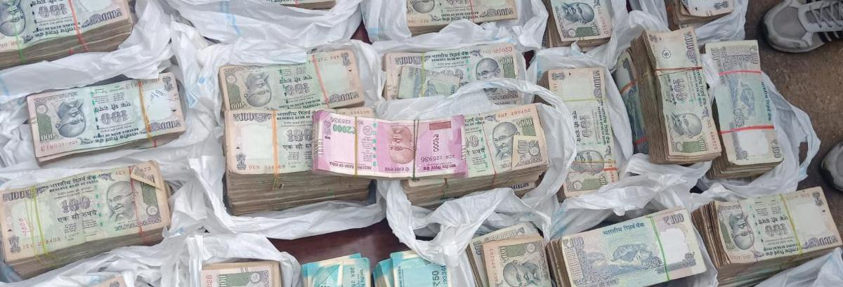 12.6L unaccounted cash seized in Mancherial