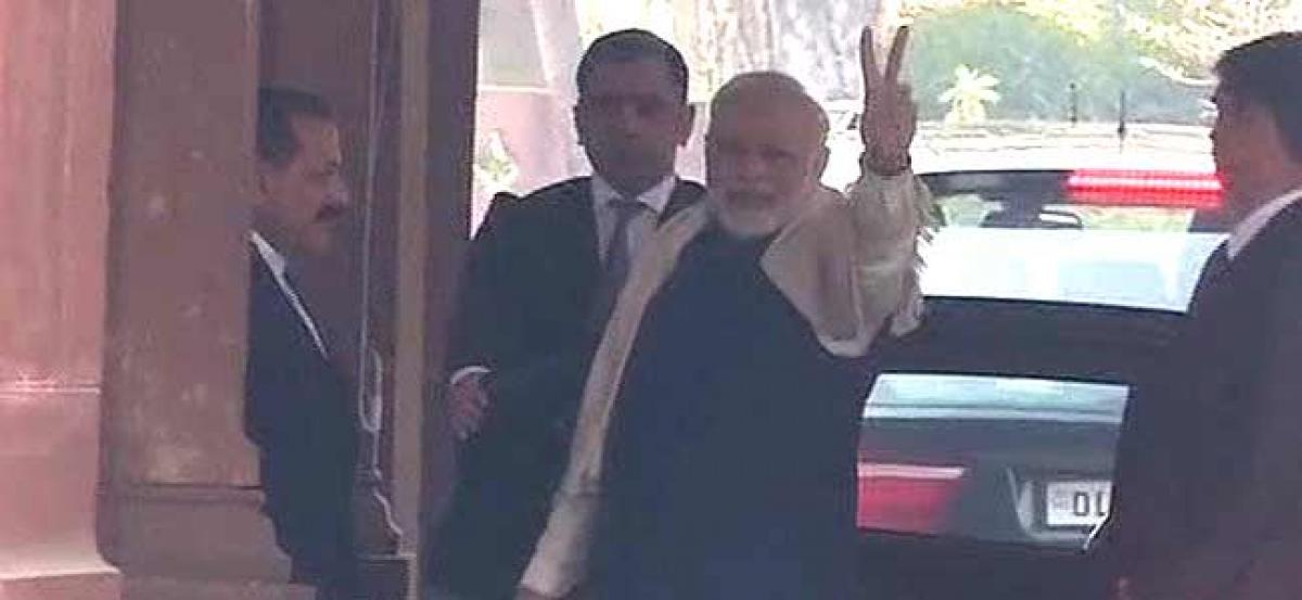 PM Modi flashes victory sign as BJP takes unassailable lead in Guj, HP