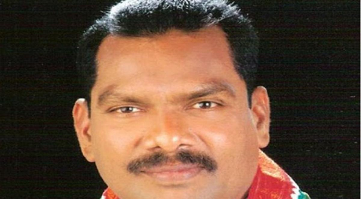 Former MLA from Gajwel Narsa Reddy suspended from TRS, likely to join Congress