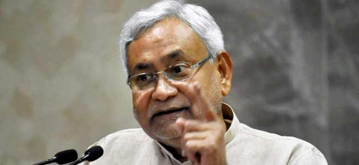 Man hurls slipper at Bihar Chief Minister Nitish Kumar; arrested