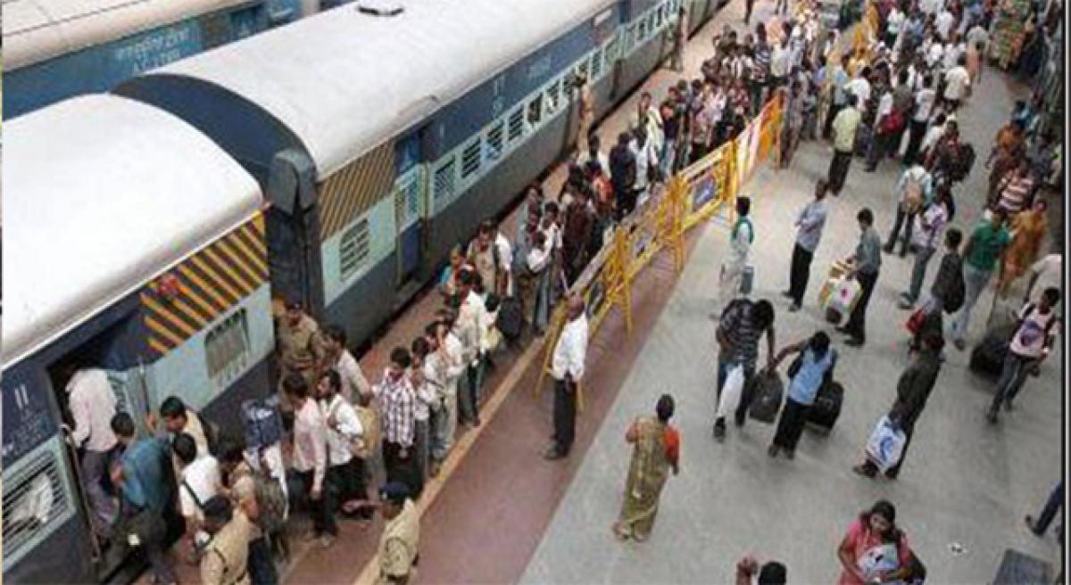11 train passengers robbed