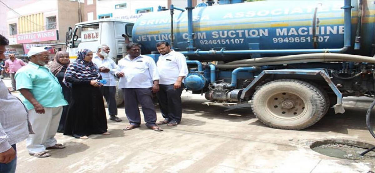 Allapur corporator inspects pipeline works