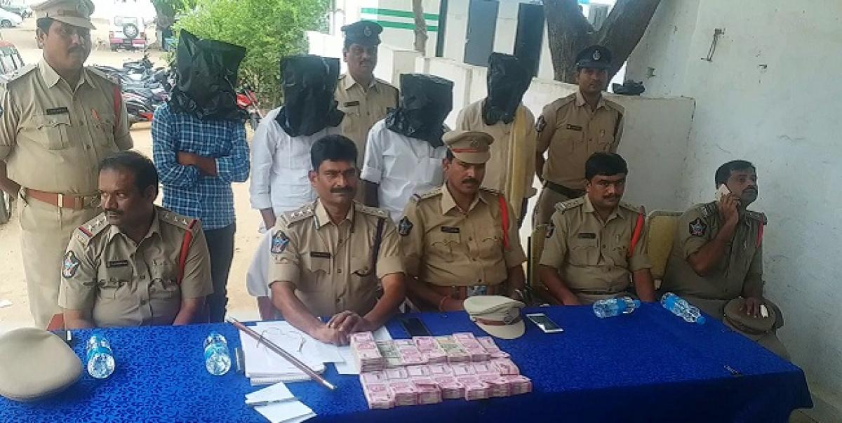 Rayachoti police arrested 4 member gang on the charges of selling property by impersonation