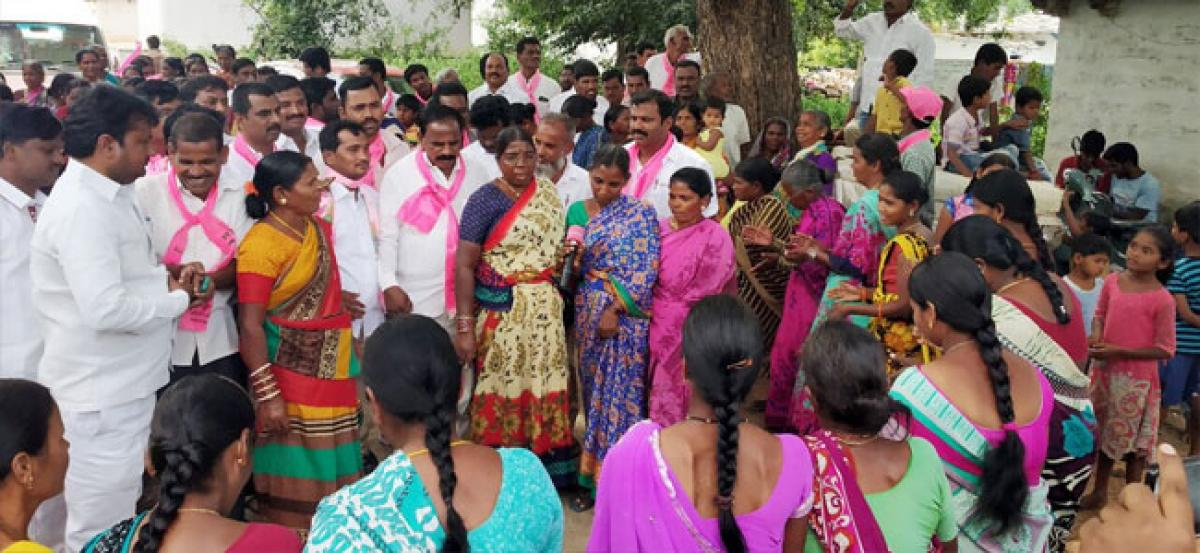 Kale Yadaiah conduct poll campaigns in Moinabad