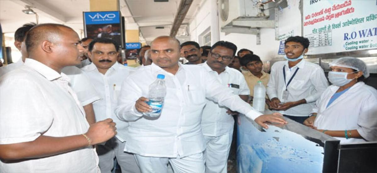 Minister makes surprise visit to railway station