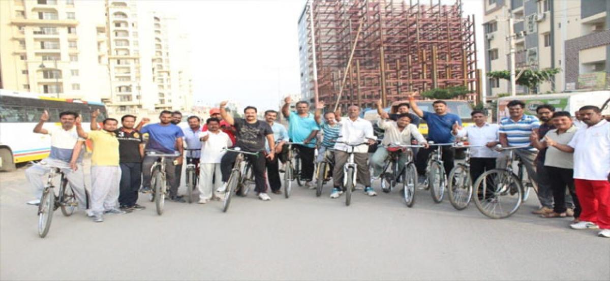 Jagadeeshwar organises cycle rally