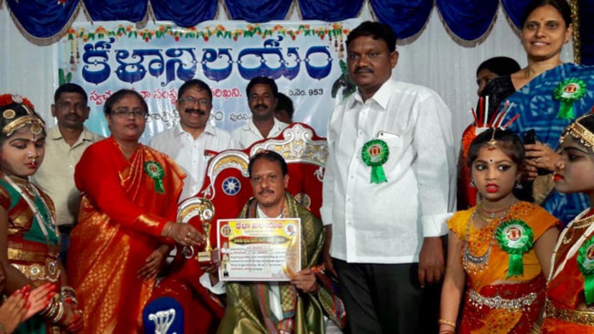 E V Srinivas Rao gets excellence award in social service