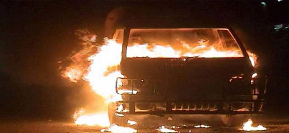 Lorry catches fire at Bahadurpura