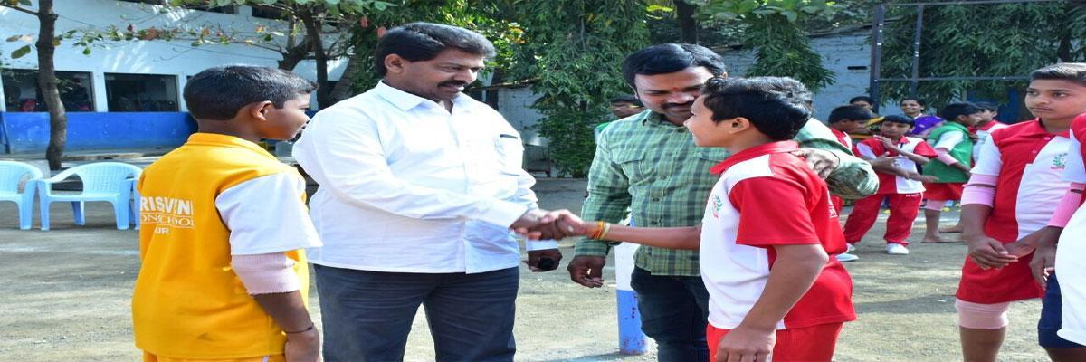 TUWJ district convener Shetty Ravishankar opens sports meet