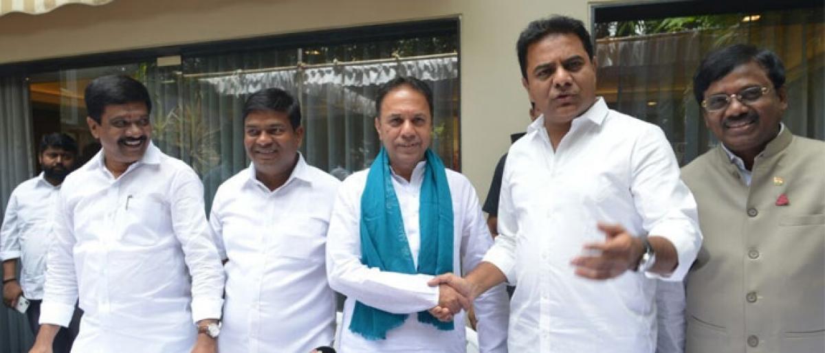 Congress leader Suresh Reddy joins TRS