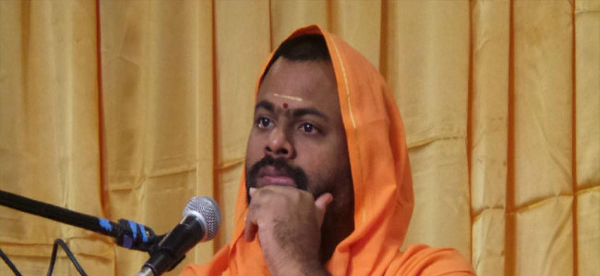 After Kathi Mahesh, Swami Paripoornananda too gets externed from Hyderabad