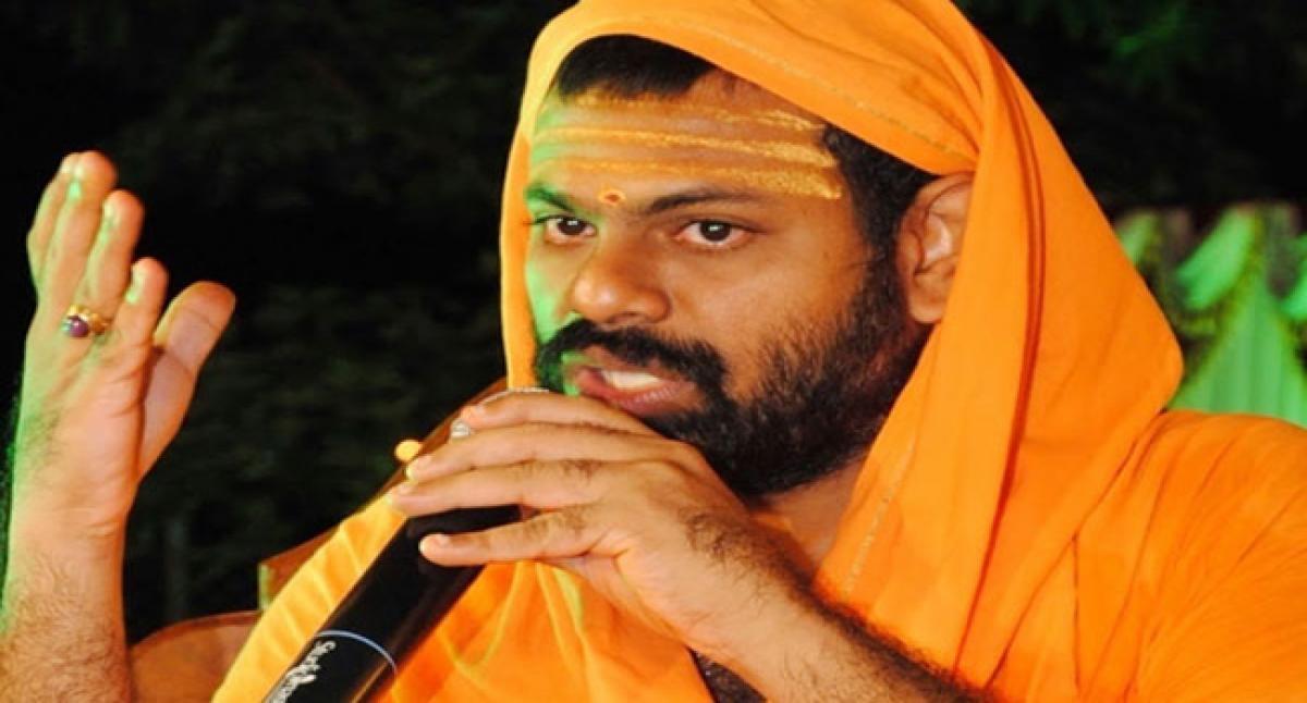 Arrest Kathi Mahesh: Sri Peetham Seer