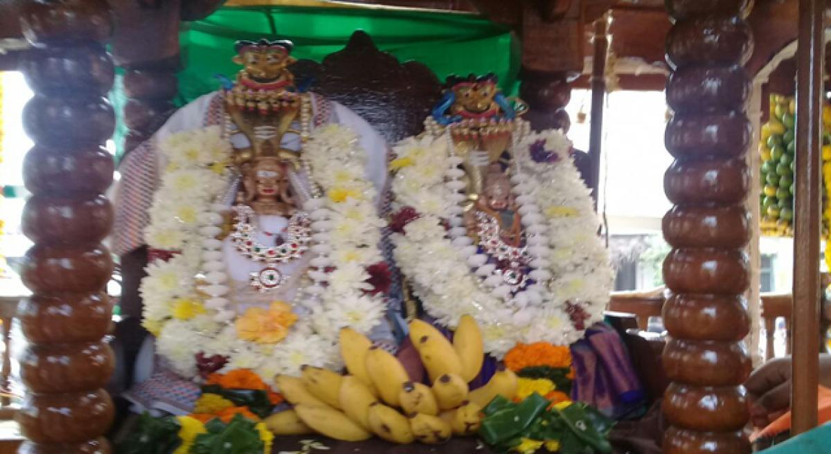 Deputy Chief Minister takes part in Bhimeswara Swamy chariot fest