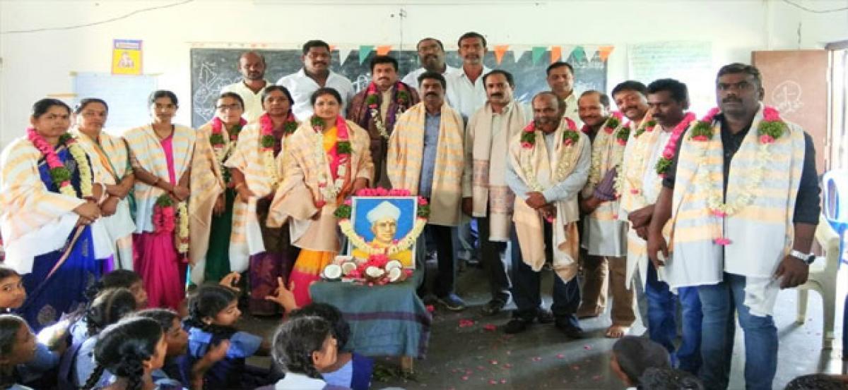 Kappati Panduranga Reddy felicitates teachers