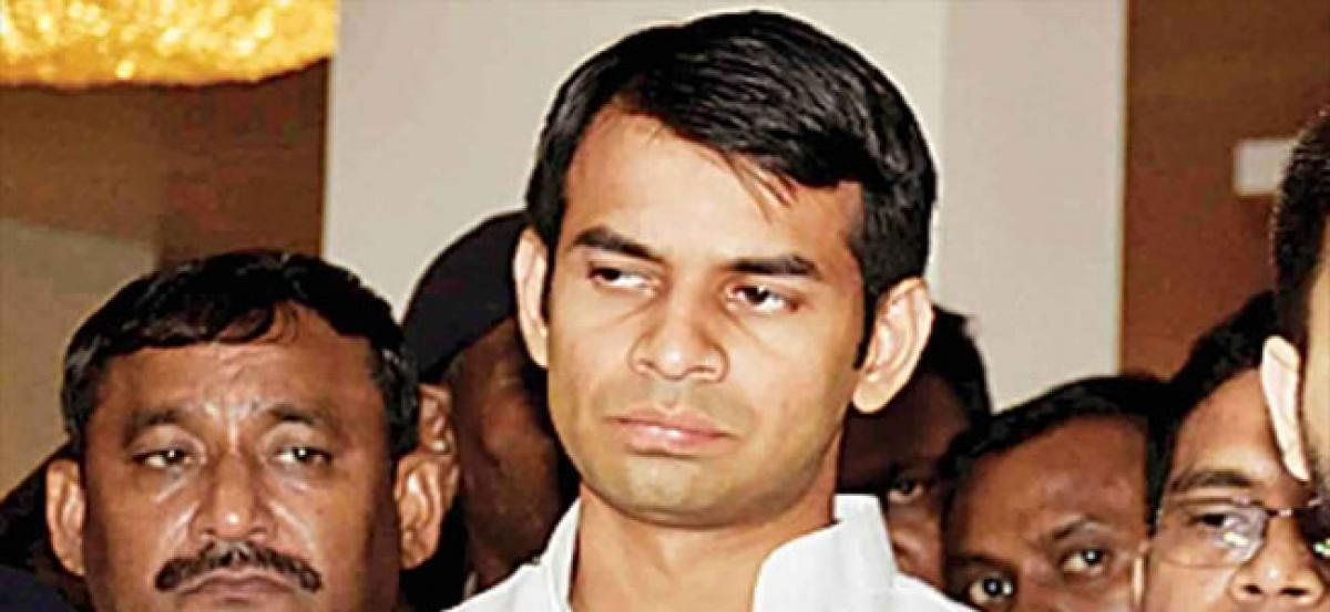 Lalus son says he wants a no entry board for Nitish, JD(U) hits back