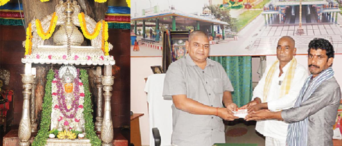 Devotees throng Anjaneya temple