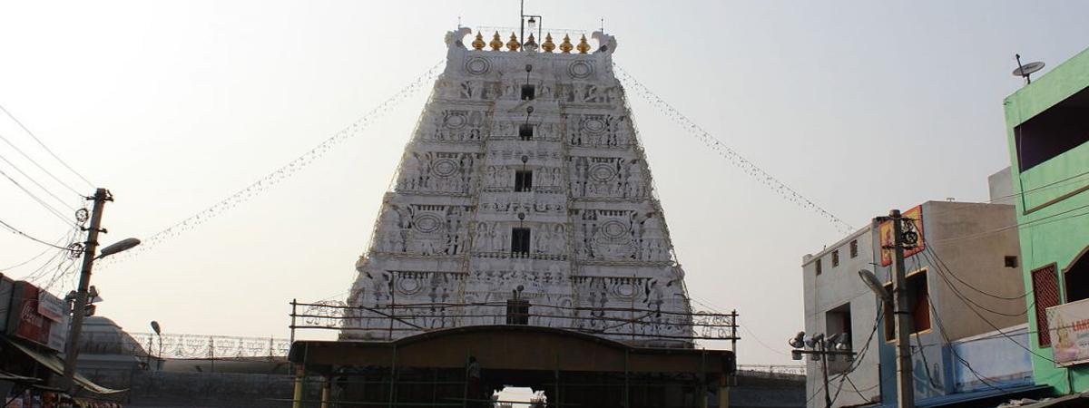 Grandeur marks Dwajarohanam at Tiruchanur temple