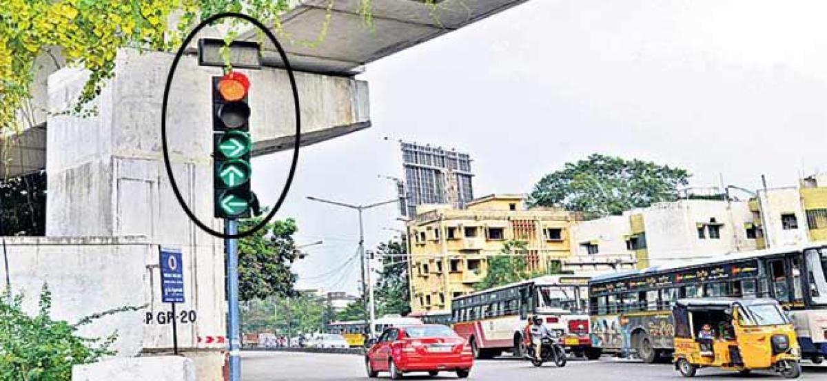 Hyderabad: Traffic signal error in Secunderabad baffles commuters