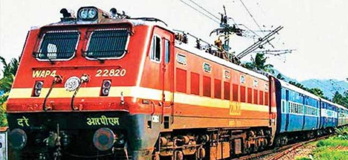 Train runs over three gangmen in Uttar Pradesh