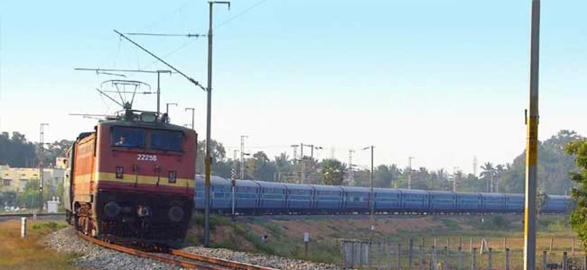 Hoax bomb call to Tamilnadu super fast express Train halted for 70 minutes at Krishna canal station
