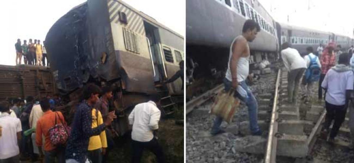 New Farakka Express train derails in UP, 6 dead