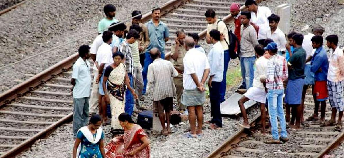 Hyderabad: 19-year-old girl found dead on railway tracks