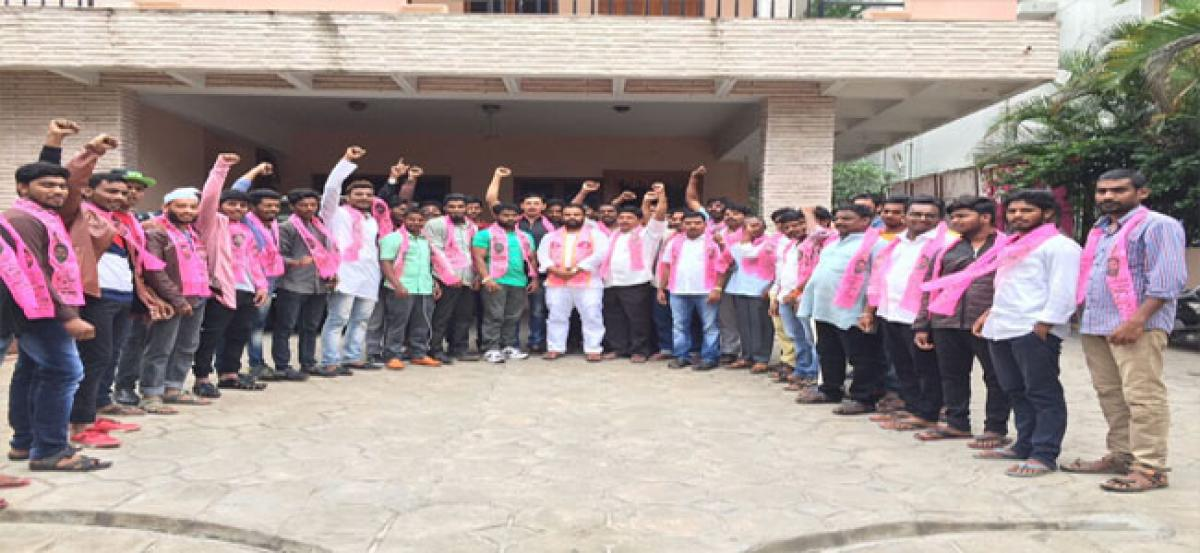 Manne Govardhan Reddy welcomes youth into TRS