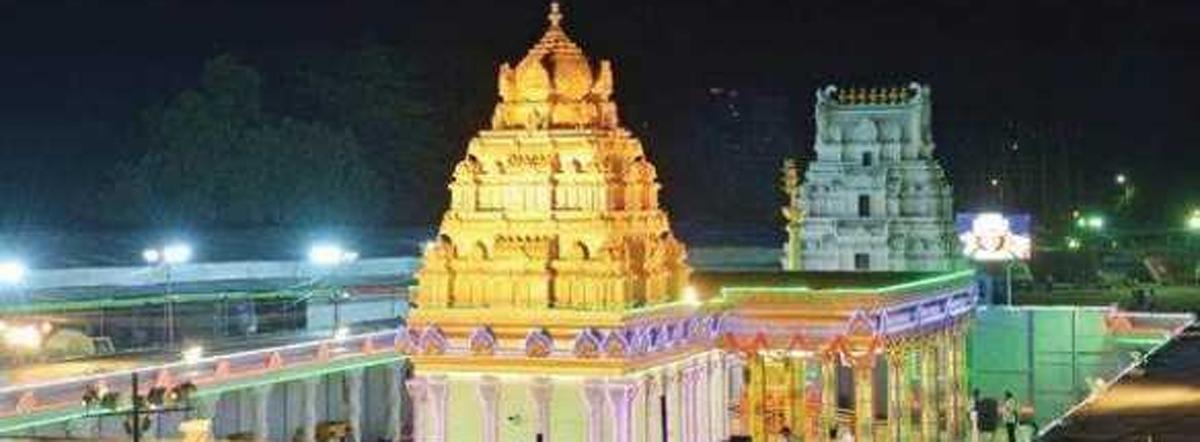 Sarva darshanto commence at 4.30 am on Jan 1