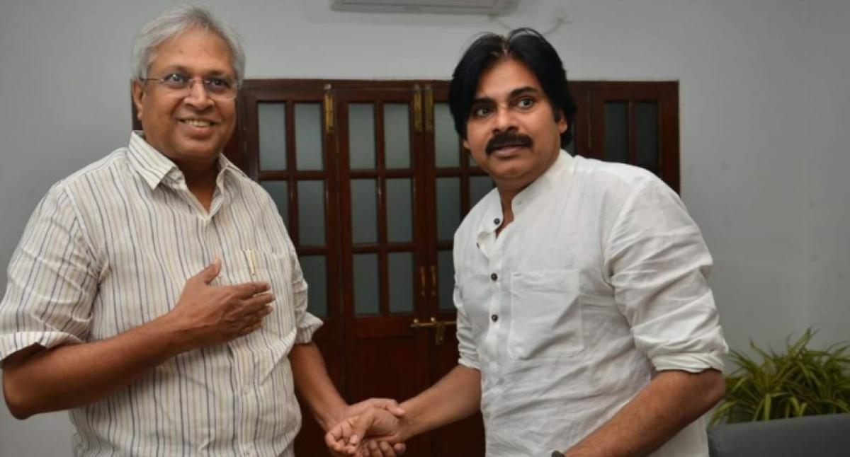 Pawan-Undavalli meet raises political heat