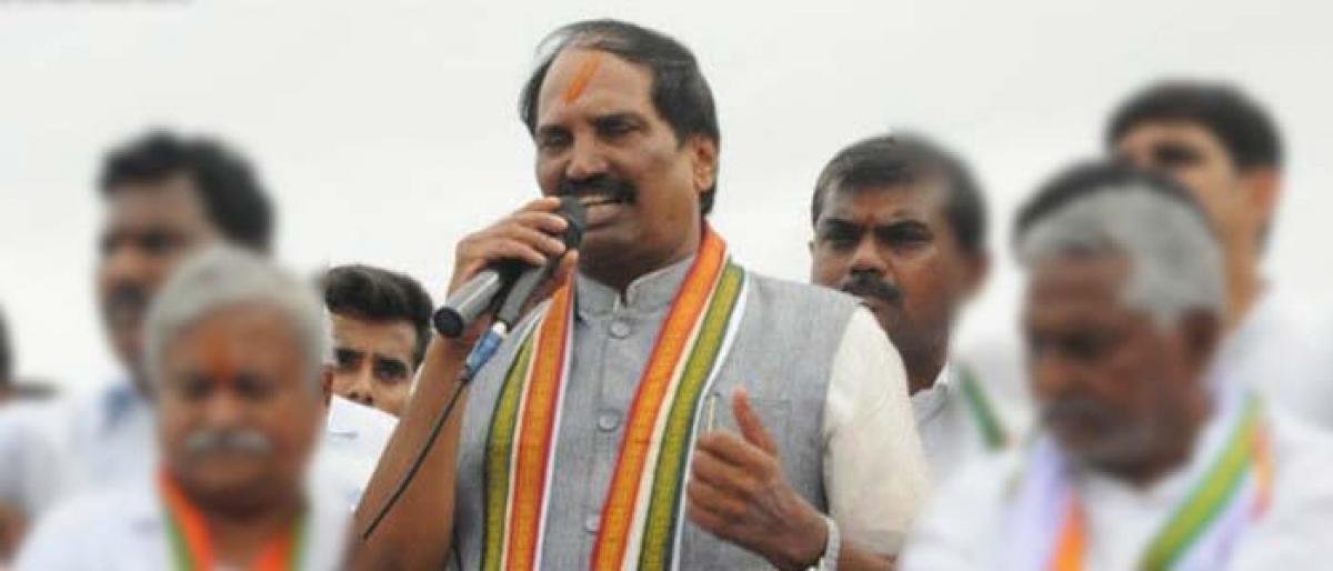 TPCC Chief Uttam Kumar Reddy condems IT Raids on Revanth Reddy