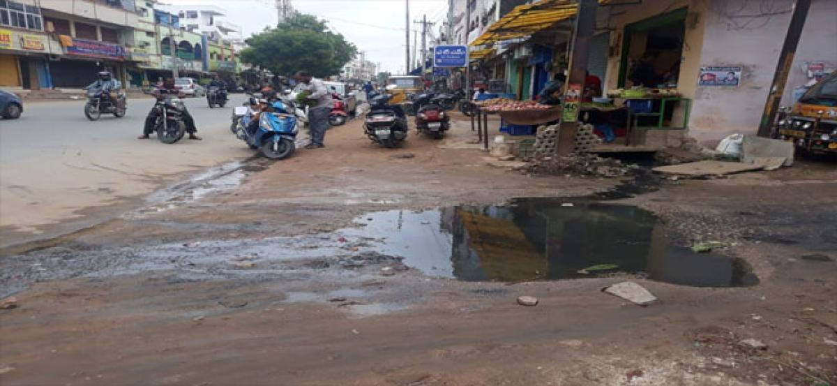 Overflowing sewage raises a stink in Vinayak Nagar
