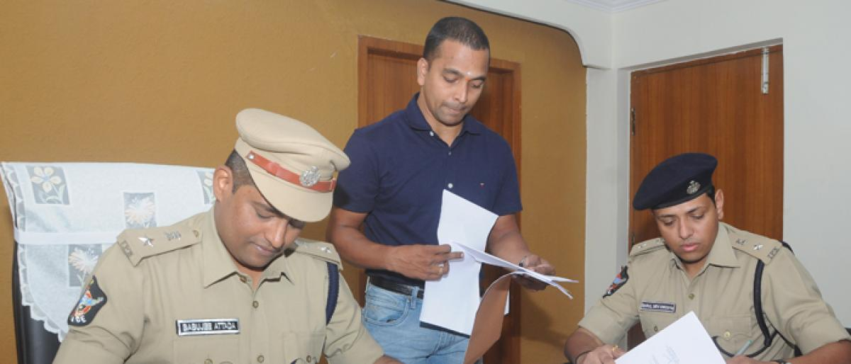 Babujee taken charge as new SP Vizag