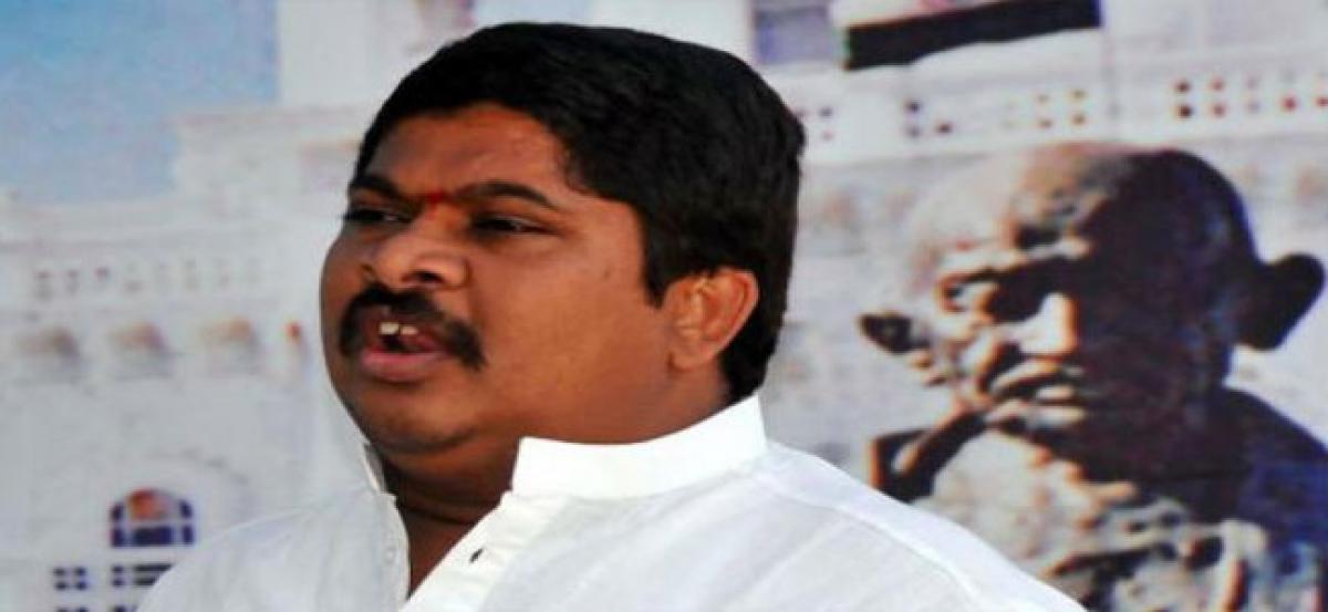 Ponnam Prabhakar taunts Naini for losing TRS ticket