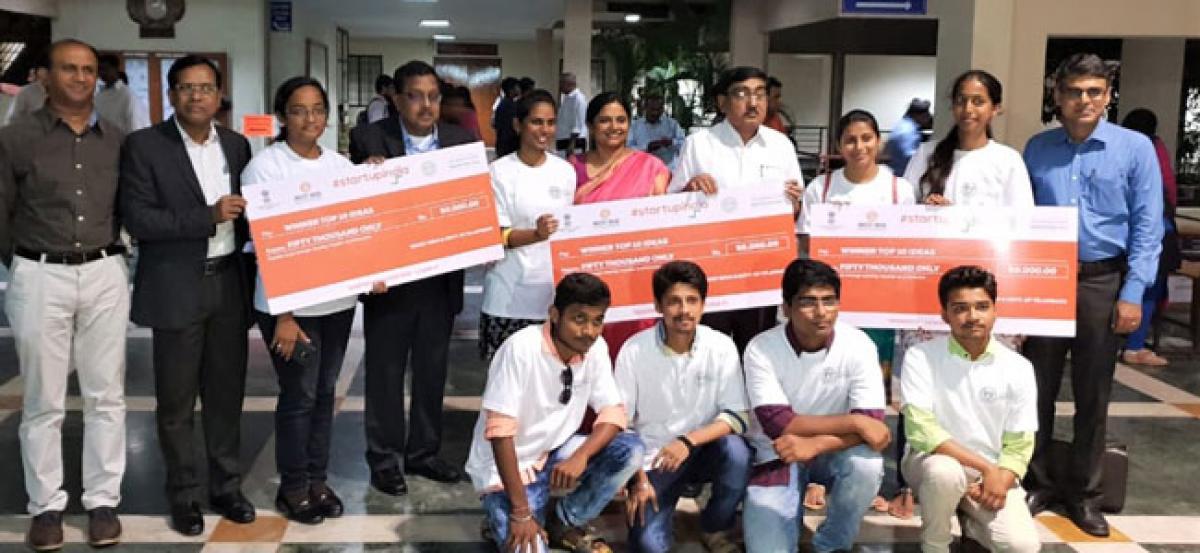 SR Eng College shines at Telangana Yatra