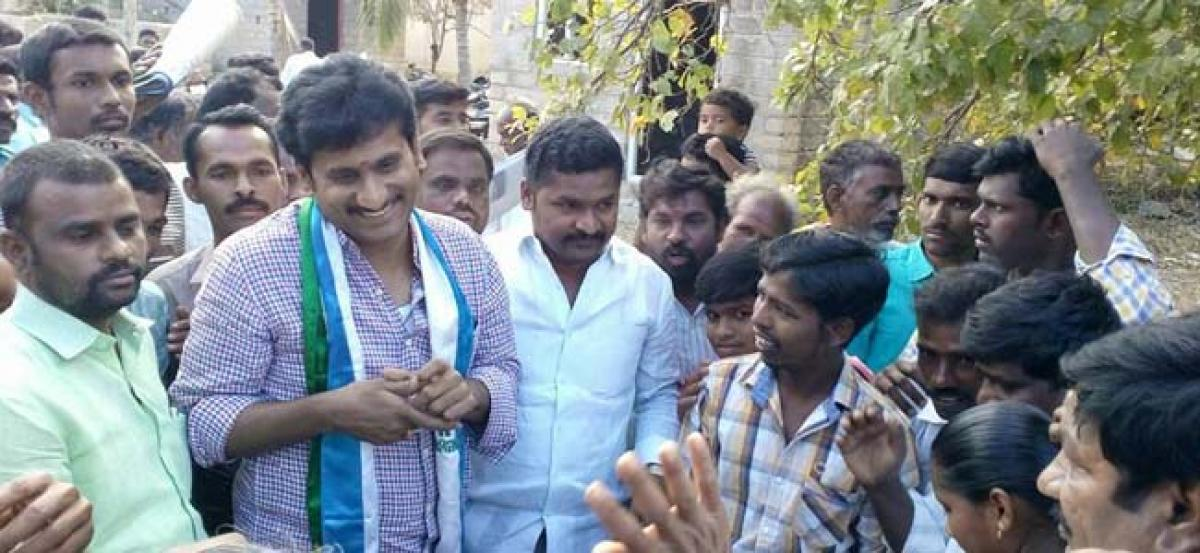 YSRCP Leaders Meet Andhra Labour In Bengaluru